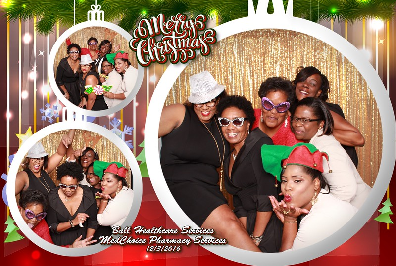 Make Yours a Holiday Party to Remember This Year with a Festive Photobooth and Snaparazzi